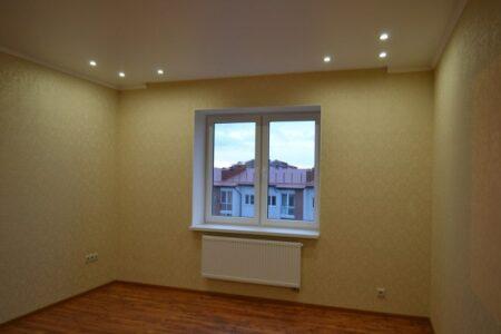 подвесной потолок с точечными светильниками